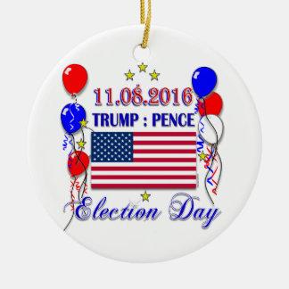Ornamento De Cerâmica Eleição 2016 das moedas de um centavo do trunfo