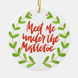 Ornamento De Cerâmica Encontre-me sob o visco - grinalda do Natal
