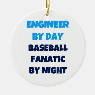 Ornamento De Cerâmica Engenheiro pelo fanático do basebol do dia em a