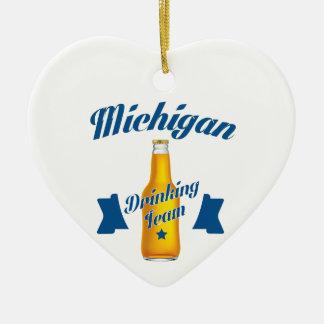 Ornamento De Cerâmica Equipe do bebendo de Michigan
