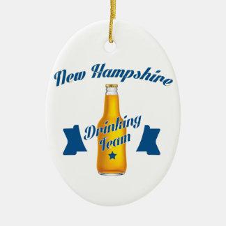 Ornamento De Cerâmica Equipe do bebendo de New Hampshire