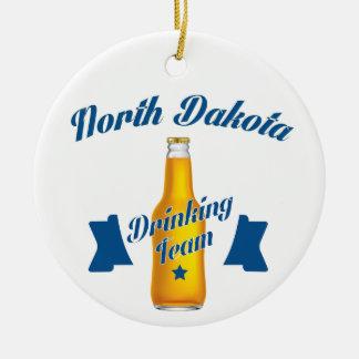 Ornamento De Cerâmica Equipe do bebendo de North Dakota