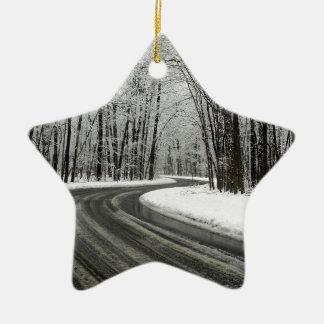 Ornamento De Cerâmica Estrada de enrolamento curvada neve