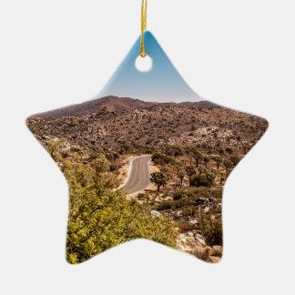 Ornamento De Cerâmica Estrada só do deserto da árvore de Joshua