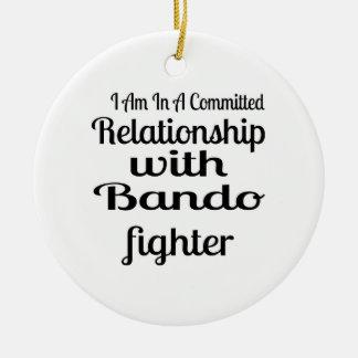 Ornamento De Cerâmica Eu estou em uma relação cometida com Bando Fighte