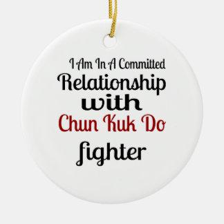 Ornamento De Cerâmica Eu estou em uma relação cometida com Chun Kuk faço