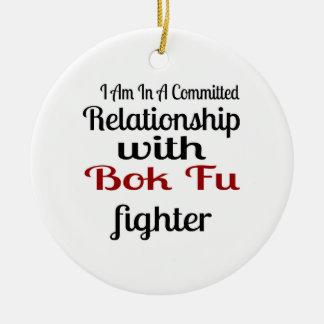 Ornamento De Cerâmica Eu estou em uma relação cometida com luta de Bok
