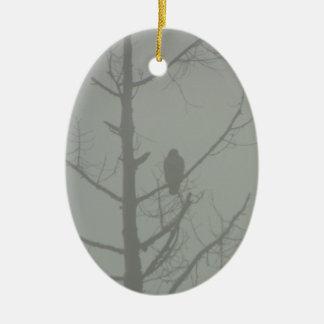 Ornamento De Cerâmica Falcão na névoa