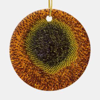 Ornamento De Cerâmica Feche acima do coração do girassol