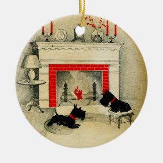 Ornamento De Cerâmica Feriado dos filhotes de cachorro do Natal de