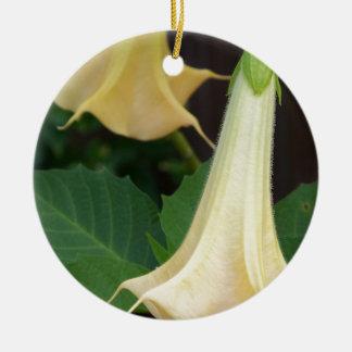 Ornamento De Cerâmica fim do amarelo da trombeta dos anjos 206a acima