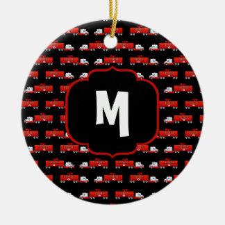 Ornamento De Cerâmica Firetruck inicial vermelho e preto do carro de