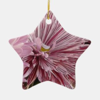 Ornamento De Cerâmica Flor listrada cor-de-rosa