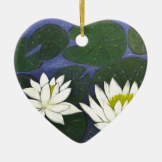 Ornamento De Cerâmica Flores brancas de Waterlily em uma lagoa