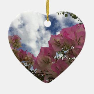 Ornamento De Cerâmica flores cor-de-rosa contra um céu azul