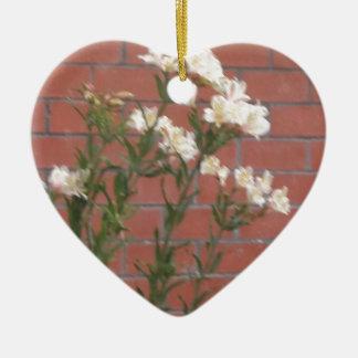Ornamento De Cerâmica Flores no tijolo