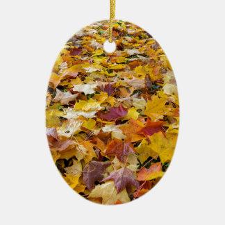 Ornamento De Cerâmica Folhas caídas da cor da queda nos parques mmoídos