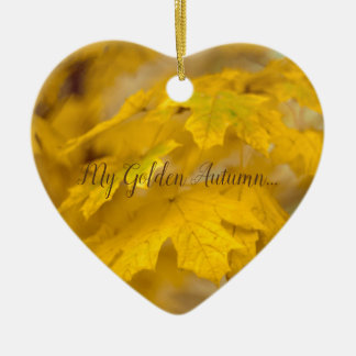 Ornamento De Cerâmica Folhas de bordo amarelas do outono. Adicione-o