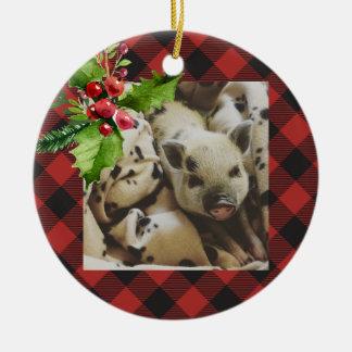 Ornamento De Cerâmica Foto dos feriados da xadrez do búfalo vermelho e