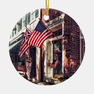 Ornamento De Cerâmica Fredericksburg VA - Rua com bandeiras americanas