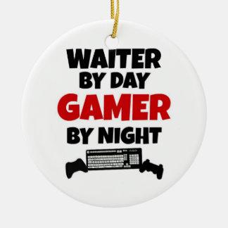 Ornamento De Cerâmica Garçom pelo Gamer do dia em a noite