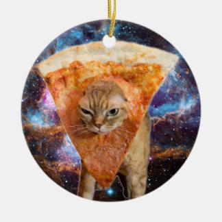 Ornamento De Cerâmica Gato da pizza no espaço que veste a fatia da pizza