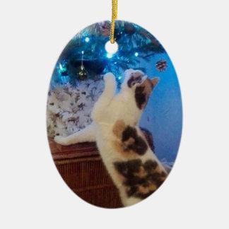Ornamento De Cerâmica Gato que joga com árvore de Natal