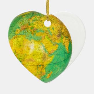 Ornamento De Cerâmica Globo com a terra do planeta isolada no branco