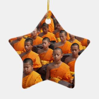 Ornamento De Cerâmica Grande grupo de monges Meditating
