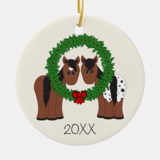 Ornamento De Cerâmica Grinalda bonito personalizada do Natal do casal do