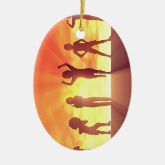 Ornamento De Cerâmica Grupo de miúdos que têm o divertimento como um