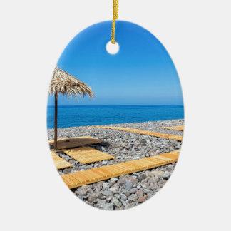 Ornamento De Cerâmica Guarda-chuvas de praia com trajeto e pedras na