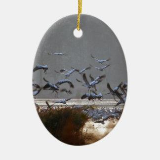 Ornamento De Cerâmica Guindastes do vôo em um lago