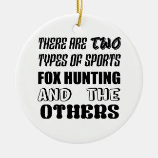 Ornamento De Cerâmica Há dois tipos de caça de Fox dos esportes e de