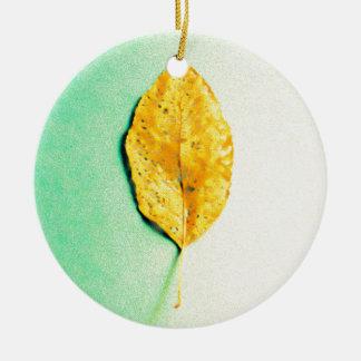 Ornamento De Cerâmica Hortelã dourada por JP Choate