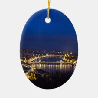 Ornamento De Cerâmica Hungria Budapest no panorama da noite