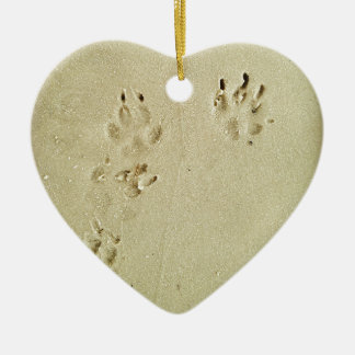 Ornamento De Cerâmica Impressões do filhote de cachorro na areia