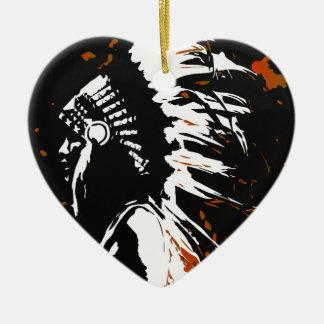 Ornamento De Cerâmica Indiano do nativo americano dentro das chamas