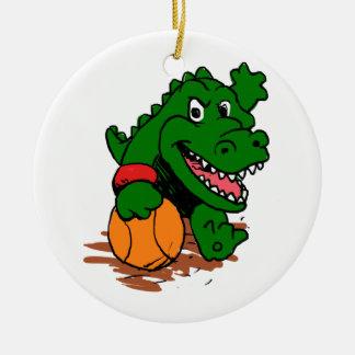 Ornamento De Cerâmica Jacaré que joga o basquetebol
