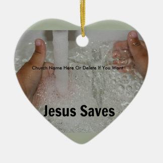 Ornamento De Cerâmica Jesus na água com dois polegares levanta a