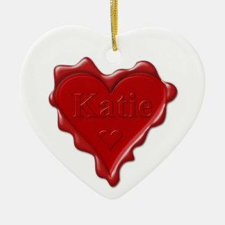 Ornamento De Cerâmica Katie. Selo vermelho da cera do coração com Katie