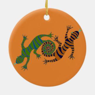Ornamento De Cerâmica lagartos dando laços