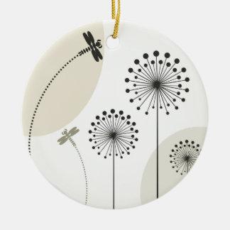 Ornamento De Cerâmica Libélula em uma flor