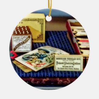 Ornamento De Cerâmica Linha e pinos na loja geral