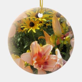 Ornamento De Cerâmica Lírios de dia bonito do pêssego e citações de