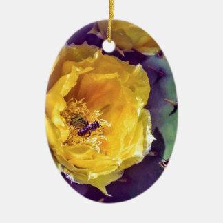 Ornamento De Cerâmica Luz do sol, flores e abelhas. Nature-Themed.