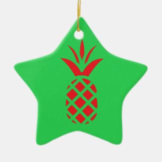 Ornamento De Cerâmica Maçã do pinho vermelho no verde