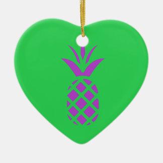 Ornamento De Cerâmica Maçã roxa do pinho no verde