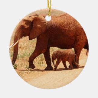 Ornamento De Cerâmica Mamã e Cub do elefante