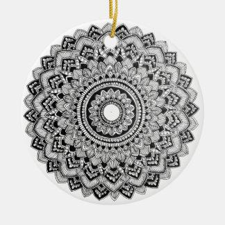 Ornamento De Cerâmica Mandala preto e branco